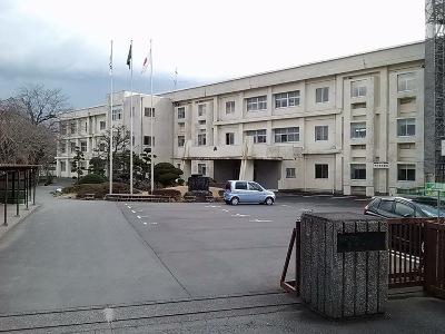 部活や研修にも力を入れている裾野市立富岡中学校までは、徒歩&バスで約16分(約3.2km)。安心のバス通学可能エリアです。