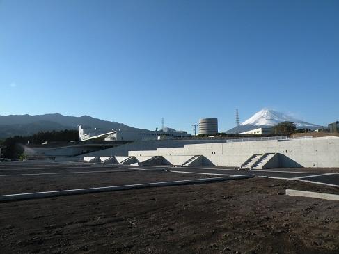 雄大な富士山が目の前に!雪化粧をした冬の富士山は毎日見ても感動的な美しさです。