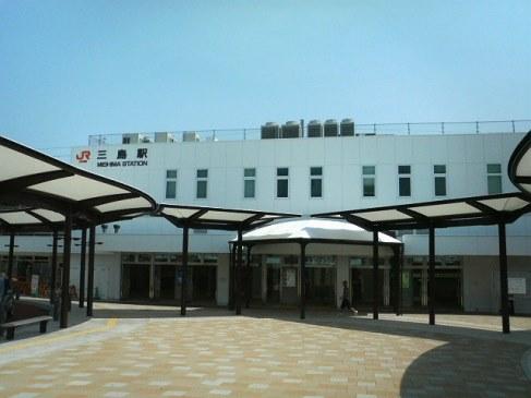 三島駅までは徒歩約25分(約1.95km)です。
