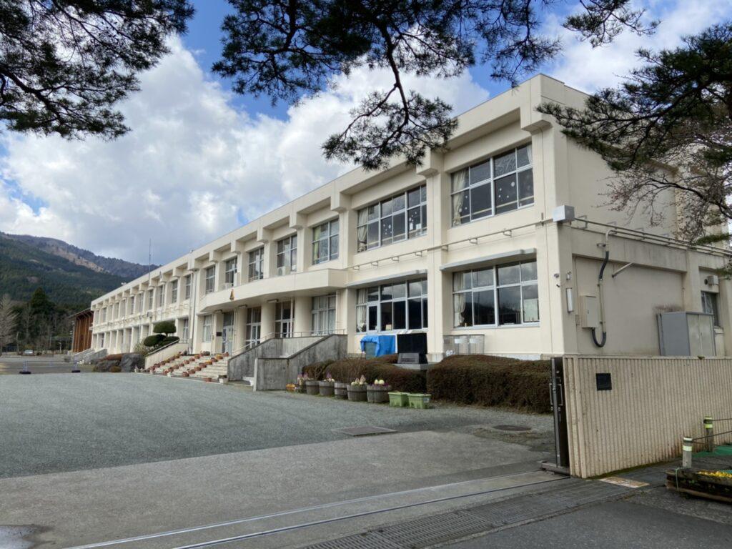 須山小学校