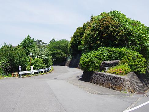 「挨拶日本一」を目指している門池中学校。門池中学校までは徒歩約24分(約1.9km)