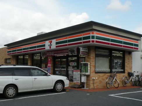 セブンイレブン三島加茂店までは約843mで徒歩約11分です
