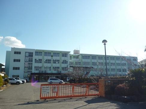函南東中学校までは徒歩約23分(約1,8km)
