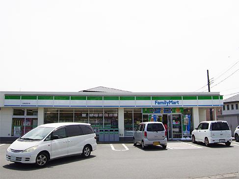 ファミリーマート三島加茂川店までは約756mで徒歩約10分です