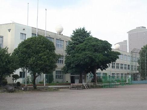 三島市における教育文化の中心となっている三島北中までは徒歩約18分(約1500m)